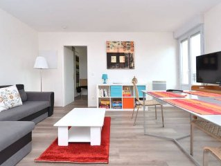 new apartment for 2-4 people located in the heart of Noisy with terrace