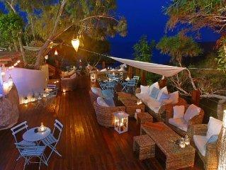 Luxury 2 bed penthouse apartment, 2 pools, sea views, wifi walk to beach