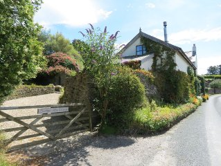 3 bedroom character cottage, wood burner, large garden, play area, sea views