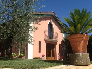 Casa vacanze - Villetta con giardino e piscina privata