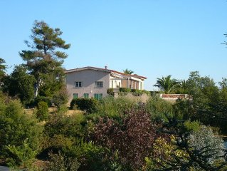 Nice  property offering  gorgeous views on the Esterel and the bay of Cannes
