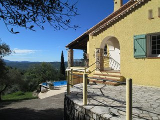 Sunny and light cottage-style house with heated pool very close to village.