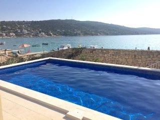 Villa privée les pieds dans l'eau avec piscine privée, 25km de Split Airport