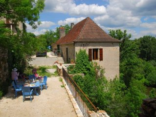 Lot Valley - stone cottage - stunning river views