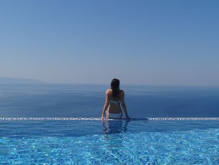 Isolation villa paradise! Sleeps 8. Stunning Infinity Pool, Breathtaking Views