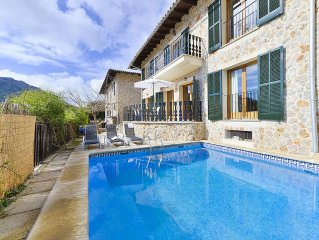 Ideally located villa with pool sleeps 8. Air con