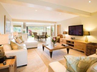 5 bed, 4 baths luxury, wifi, sky, hot tub, garden, dog run,free leisure fac