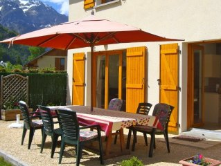Bourg d'Oisans, House-Well Furnished, Stunning Views, next to Town/Piscine. WIFI