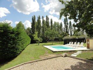 Grande maison au calme pres de St Emilion avec vaste jardin et piscine privative