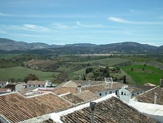 Superbly Located, Ronda Apartment with Wifi and Spectacular Mountain Views