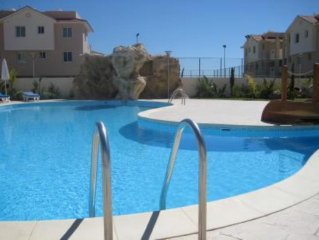 Luxurious Modern Apartment. Private Terrace.Communal Pool.Tennis Court & Wi -Fi