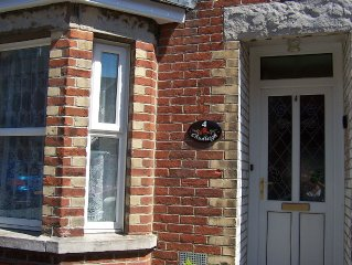 Lovely Cottage in Swanage Dorset, minutes from the sea, sleeps up to 8, has Wifi