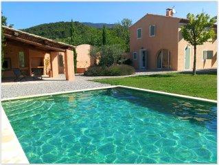 Maison familiale avec jardin et piscine à Cucuron au sud du Luberon