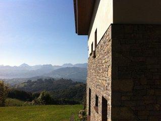 Elegante casa con preciosas vistas entre mar y montaña