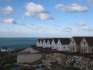 House 2 comfortable rooms near the beach