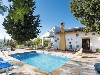 Great Andalusian style 2 bedroom cottage with large private garden and pool