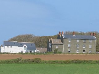 Coastal apartment with stunning views, near the Pembrokeshire Coastal Path