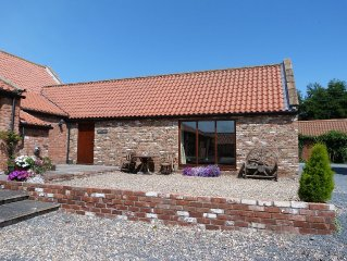 The Stables, Stunning Barn Conversion, Sleeps 4, Grounds overlook Hornsea Mere