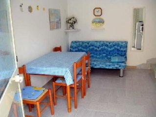 MOLA DI BARI, BEACH HOUSE, IDEAL FOR A FAMILY OR TWO COUPLES