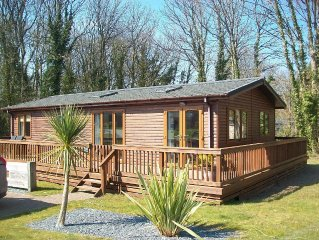 Wooden Lodge in Tranquil Surroundings with Modern Amenities & outdoor Decking