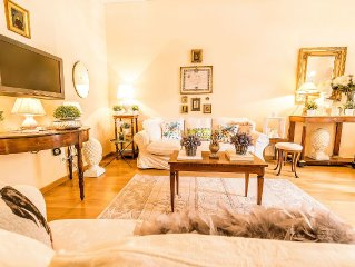3 bedrooms 3 bathrooms, ground floor, central location within the walls of Lucca