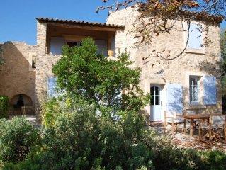 Mas provençal restauré, vue superbe , piscine sécurisée,  classé 5*