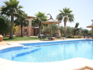 Villa Ca na Servera, piscina, jacuzzi, wifi, satelite, barbacoa. Ideal familias.