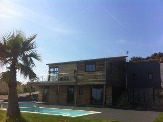 Villa en bois contemporaine avec vue mer et piscine entre Nice et Monaco !