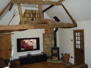 Cottage In Rural Village Location Near Aylesbury & Milton Keynes With 65' 3DTV