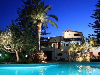 CASA BIANCA - Casa con Piscina e Giardino