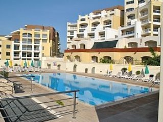2 Bed Apt, 1st Floor with A/C, Lift And Large Shared Pool In A Quiet Location