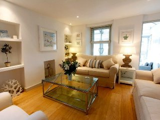 Treskiddy, a Luxury Cottage close to the old harbour with parking /estuary views