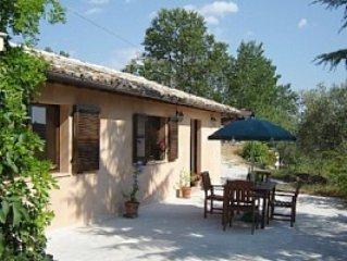 La-Mimosa, charming self-catering apartment in rural Le Marche, vacation rental in Loro Piceno