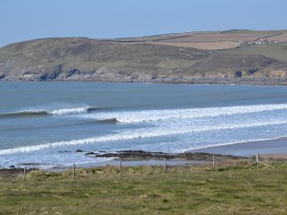 2 Bed Apartment, 5 Minutes Walk To Popular Surfing Beach and Croyde Village