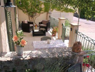 Independant garden studio with private pool, on o