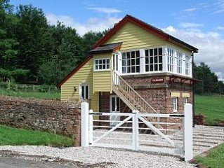 Renovated Railway Signal Box In A Tranquil Location & perfect for stargazing