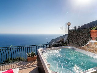 Breathtaking view apartment with Jacuzzi and Solarium