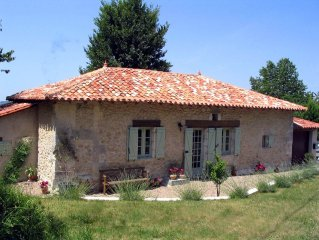 Beautiful cottage with private pool near Riberac in the Dordogne