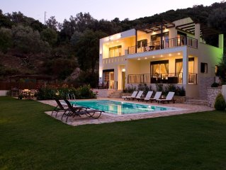 Elegant villa with beautiful view and private pool 100 m from the beach