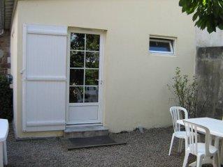 Appartement Calme et Ensoleille sur cour interieure, 200m plages Wifi.