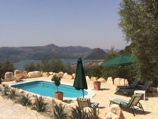 Luxury cottage - wing of an olive farm - Incredible lake and mountain views !