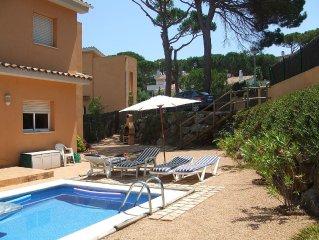 Detached Villa with Private Pool, Air-con, Internet & WiFi near beach/amenities