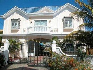 Belle Villa avec piscine, a 100m de l'une des plus belles plages de l'ile et sur