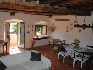 Vaiano: Country holiday home -in a small  green 'borgo',near firenze
