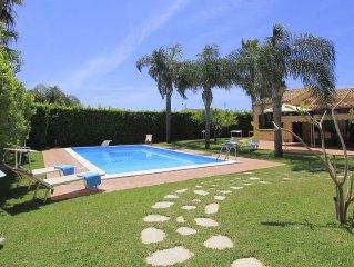 Villa Sophia - Villa with pool and diving board, close to the Sea
