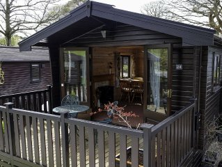 Pine Lodge With Panoramic Fell Views, Keswick, with Private Parking