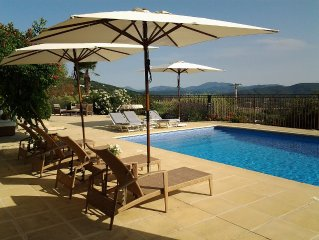 Modern, Spacious, Open Plan Villa, Large Terrace And Tiled Pool All On One Level
