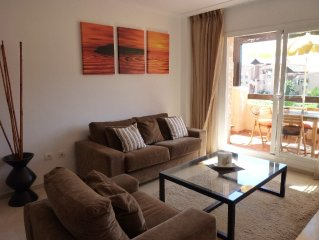 Luxurious apartment with 30MB wifi, south facing terrace, BBQ & sublime sea view