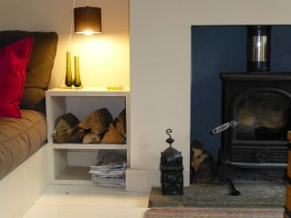 Cozy Devon cottage near River Cottage Cookery School and beach.