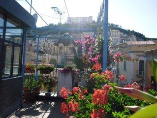 attico panoramico , via Toledo , ideale per famiglie ,coppie  e gruppi  di amici